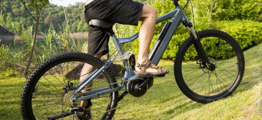 אופניים חשמליים עם גלגלים עבים תורמים לנסיעה בטוחה יותר